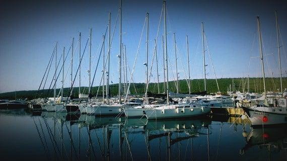 Jachty cumujące w Marinie Dalmacjia - Sukosan