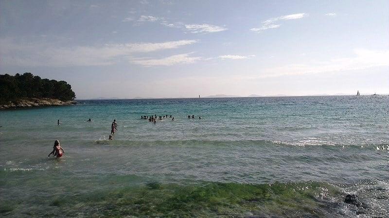 Plaża Slanica Chorwacja położona w pięknej zatoczce
