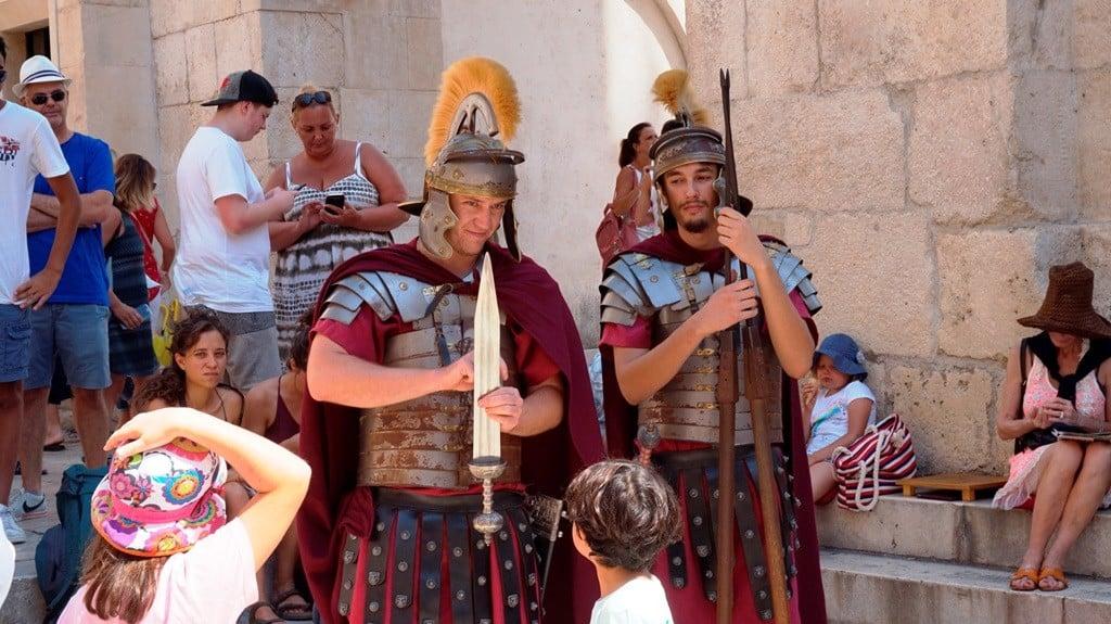 Rycerze broniący Pałacu Dioklecjana w Splicie
