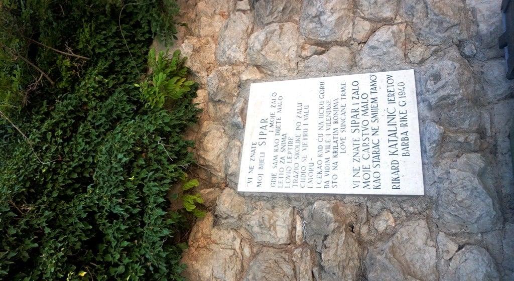 Tablica pamiątkowa ku czci Rikarda Katalinića Jeretova