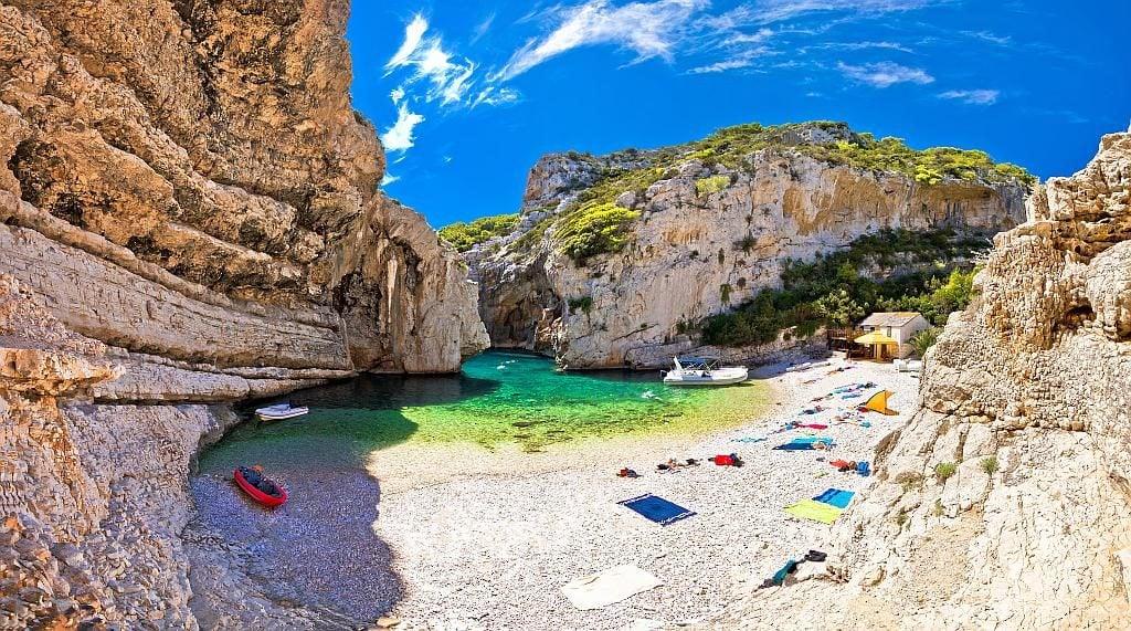 stiniva, plaże w Chorwacji, chorwacja vis, wyspy w Chorwacji