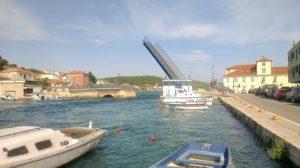 Most zwodzony w Tisno, wyspa Murter