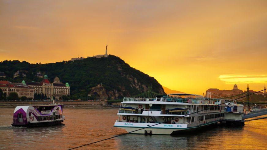 Zachód słońca nad Dunajem i Górą Gellerta Budapeszt