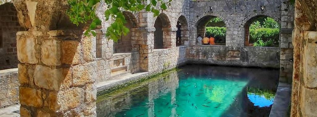 Zamek Tvrdalj jeden z charakterystycznych miejsc na wyspie Hvar - zamki w chorwacji