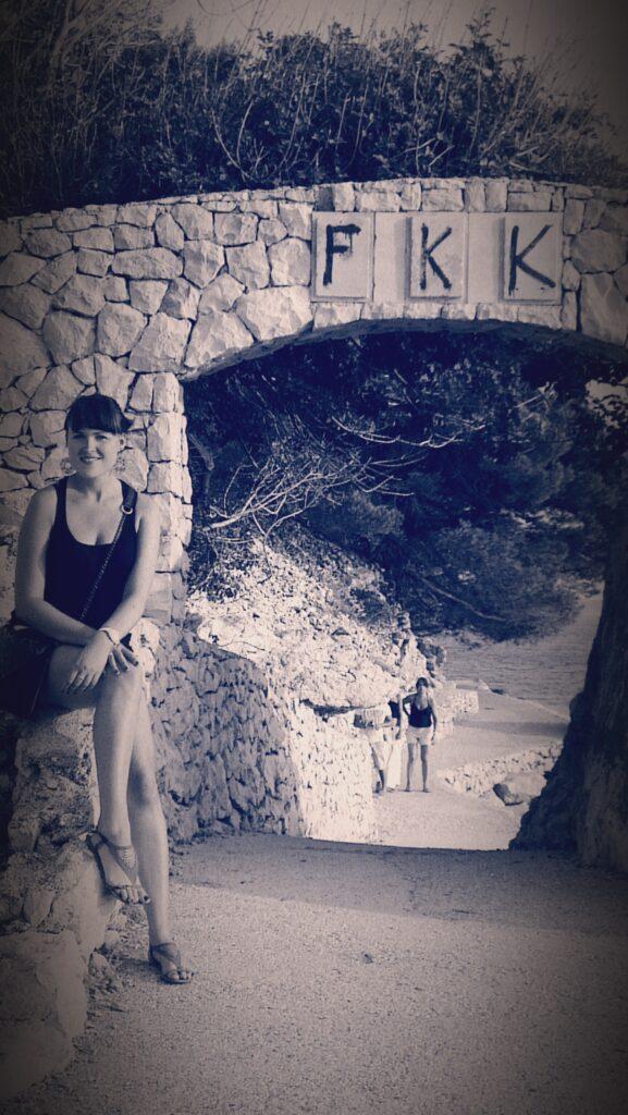 Ja i wejście na plażę FKK w Zivogosce